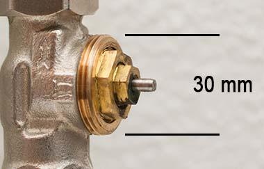 Meet de diameter van de schroefdraad om te bepalen of je een afsluiter-adapter nodig hebt