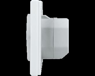 De afmetingen van de schakelaar met LED signaallamp zijn 8,6 x 8,6 x 5,2 cm. De inbouwdiepte in een inbouwdoos is 3,2 cm.