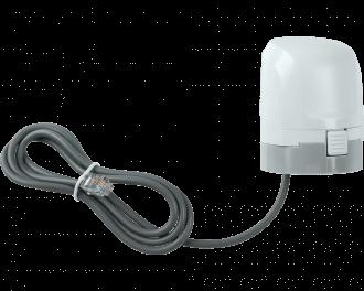 Aan de voorzijde zit een knop van het klikmechanisme van de afsluiter adapter. De stappenmotor kan eenvoudig op de meegeleverde afsluiter adapter geklikt worden.