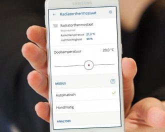De nieuwe thermostaatknop is eenvoudig te bedienen via de innogy SmartHome app. Je kunt de doeltemperatuur instellen en de gemeten temperatuur en luchtvochtigheid zien...