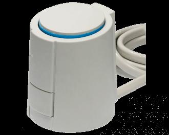 Een thermische motor stuurt een groep van de vloerverwarming aan. Deze 230V thermische motor is geschikt voor een zoneregelaar met 230V groep-aansluitklemmen.