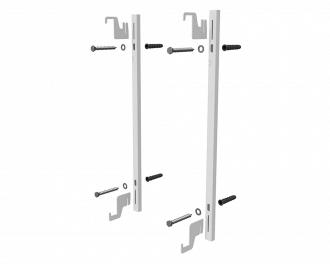 De badkamer radiator wordt geleverd met montagemateriaal voor installatie aan een muur. De radiator zelf is 9 cm diep. Het montagemateriaal is 4 cm diep. In totaal is de opbouwhoogte 13 cm.