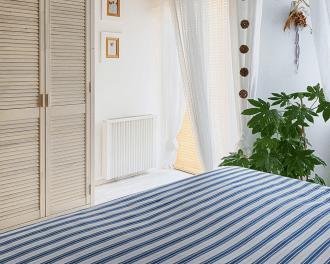 Voorbeeld van een Thermotec elektrische radiator in een slaapkamer.