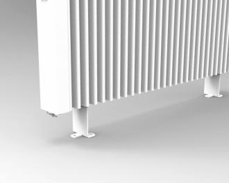De afstand / hoogte tussen de vloer en de radiator is 10,5 cm.